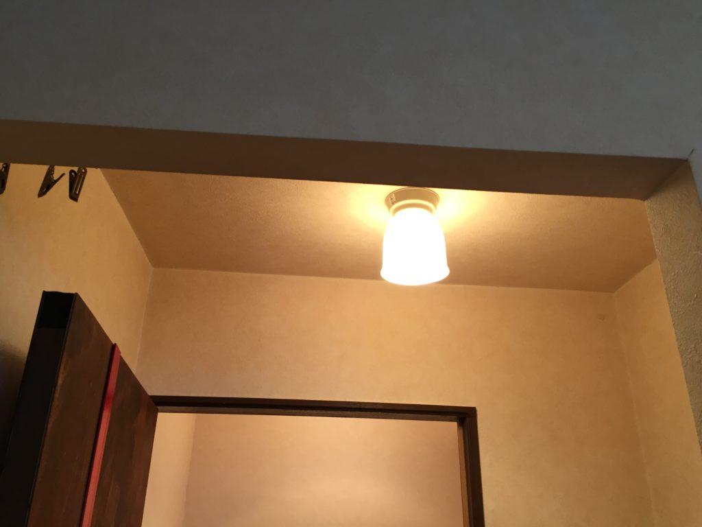 トイレの照明交換